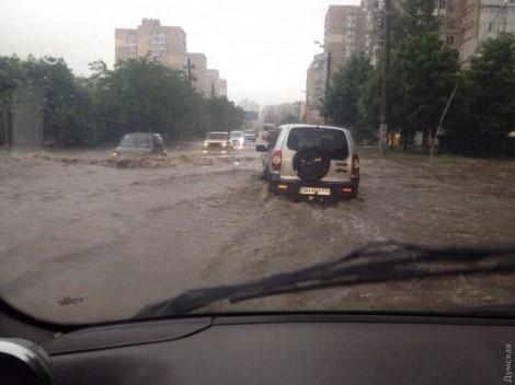 Фото: Мощный дождь потопил Одессу