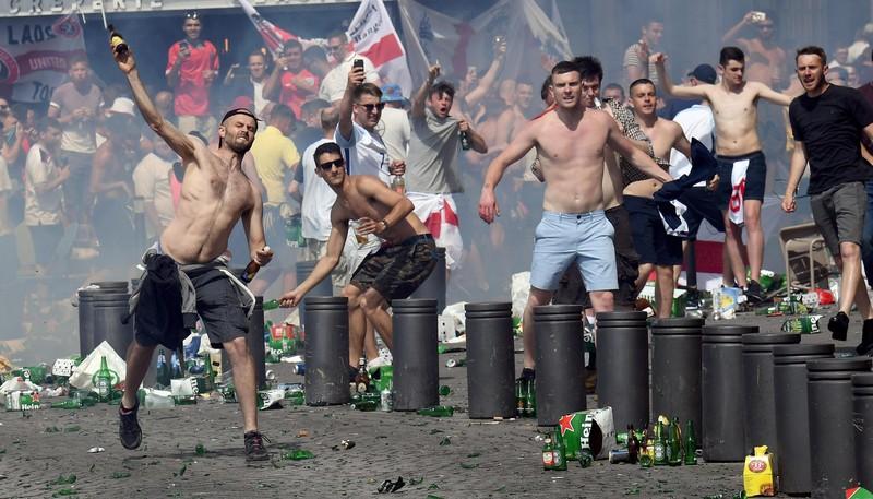 ФОТО: Столкновения британских и отечественных поклонников в Марселе