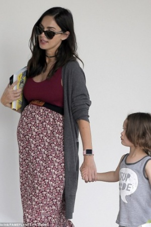 Беременная Меган Фокс пробежала по супермаркетам (ФОТО)