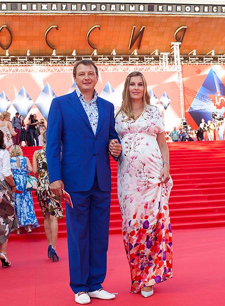 Марат Башаров вышел в свет с беременной любимой (ФОТО)