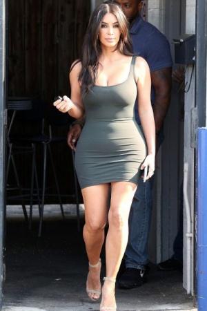 Ким Кардашьян сразила тесным платьицем (ФОТО)