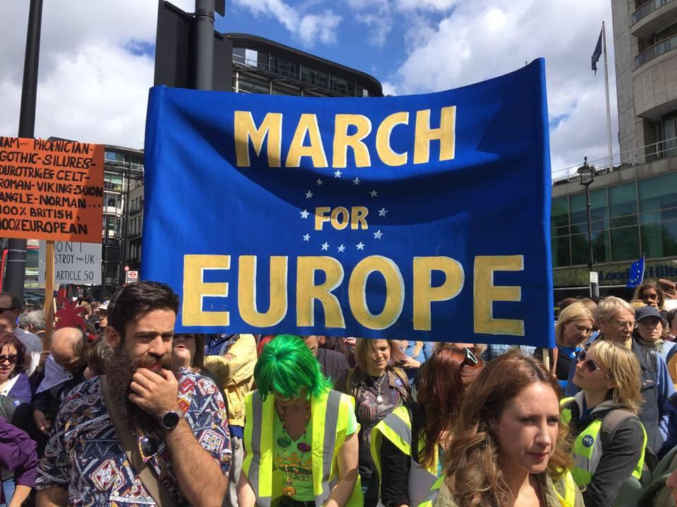 В Лондоне проходит крупный марш против Brexit (фото)