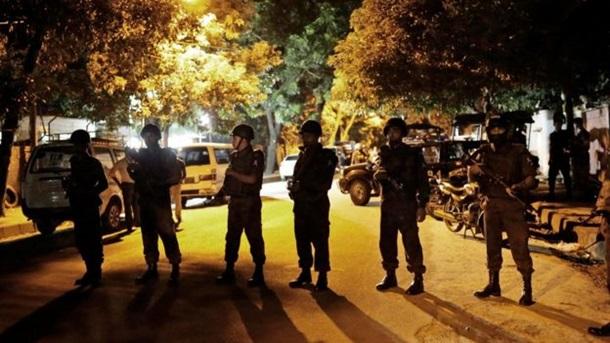 Акт в Бангладеш: Количество потерянных выросло до 28 (ВИДЕО)