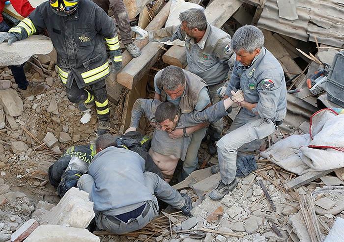 ФОТО: Землетрясение в Италии: Число жертв приблизилось к 250