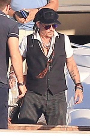Джонни Депп впервые появился на публике после развода