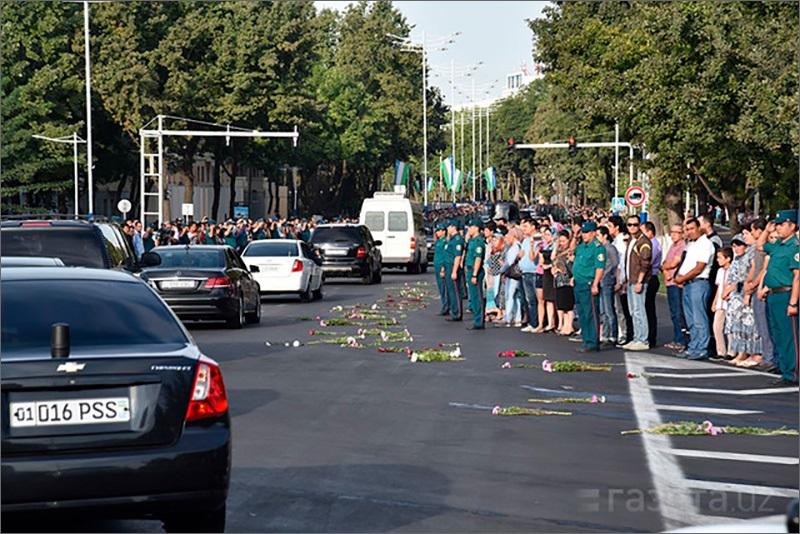 Жители Ташкента прощаются с Каримовым (ФОТО, ВИДЕО)