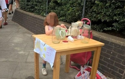 В Лондоне за продажу лимонада оштрафовали маленькую девочку