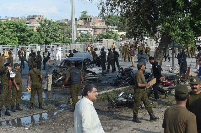 Кровавый теракт в Пакистане: появились жуткие фото (+18)
