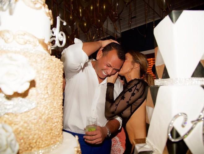 Дженнифер Лопес отпраздновала свой день рождения (ФОТО)