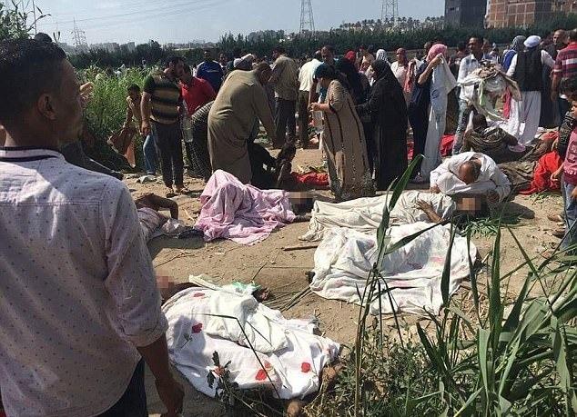 В Египте столкнулись два поезда, более 20 погибших (ФОТО)