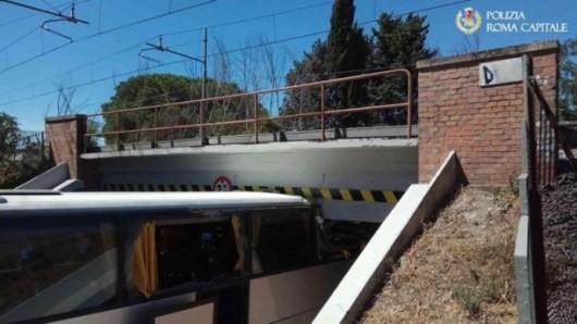 В Риме автобус въехал в мост, пострадали 18 человек (ФОТО)