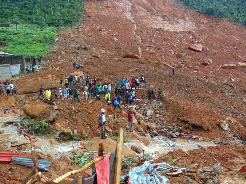 Смертоносный оползень в Сьерра-Леоне: 400 погибших (ВИДЕО)