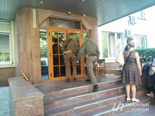 В офисе НКРЭКУ прошли обыски (ФОТО)
