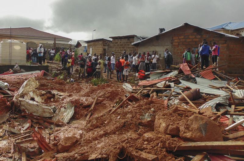 Сель в Сьерра-Леоне: 400 погибли, 600 не могут найти (Фото)