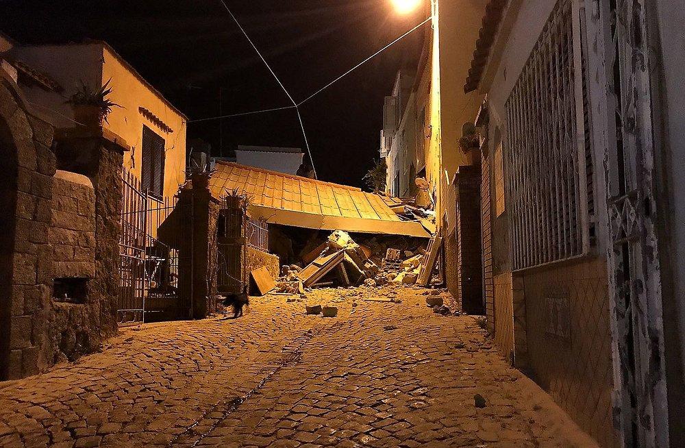 В Италии на острове Искья произошло землетрясение (ФОТО)