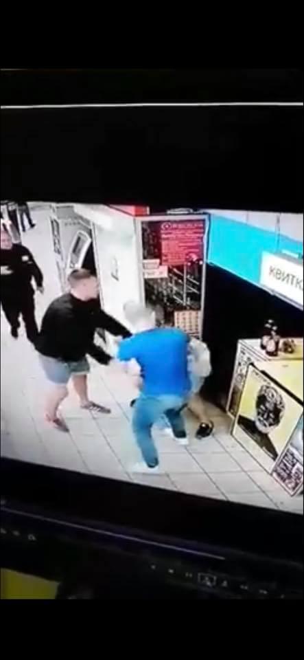 Задержали отморозков, избивших мужчину в супермаркете Киева